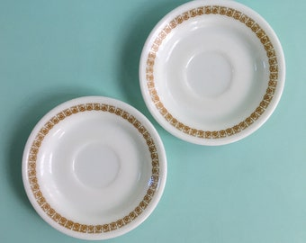 Vintage 1950s / 1960s - midcentury set of 3 small white Pyrex saucers / plates - golden yellow floral design - home kitchen coffee tea