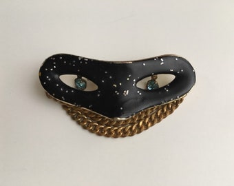 Vintage 1950s 50s 50's gold metal & black masquerade mask brooch pin with glitter chains rhinestones costume jewelry accessories