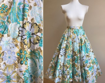 Vintage 1950s - green blue & gold cotton blend Hawaiian floral print full circle skirt - tulle crinoline underneath - size XS - 24 waist