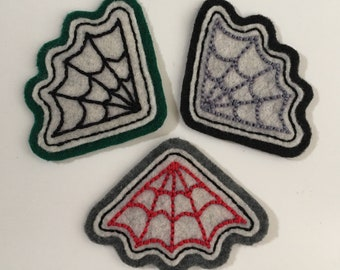 Handmade / hand embroidered off-white & green, gray or black felt patch - small corner spiderweb - vintage style - traditional tattoo flash