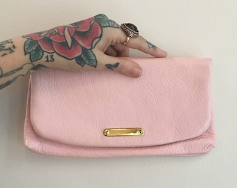 Vintage 1950s 50s 50's pin up rockabilly light pink textured leather fold over clutch purse handbag bag with zipper pockets fall accessories