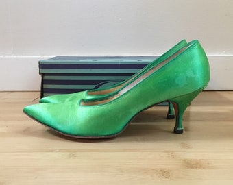 Vintage 1960s - women's pin up rockabilly bright green satin pointy toe heels / pumps - size 8 AA - in original box