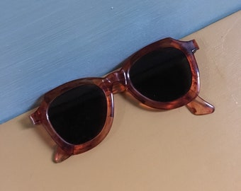 Vintage 1940s - women's pin up glam French movie star sunglasses - marble amber lucite frames - nonprescription