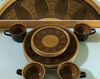 Vintage 1960s - 12-piece set mid century olive green & black Taylor Riviera tropical leaves tiki design plates saucers mugs / cups