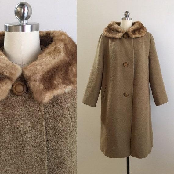 Vintage 1950s / 1960s - pin up rockabilly winter light brown textured woven wool coat - fur collar - long sleeve - up to 46 bust