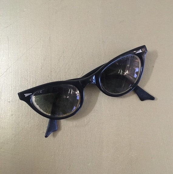 Vintage 1950s - women's pinup rockabilly black frames cateye prescription sunglasses / glasses - eyewear - metal detail - accessories