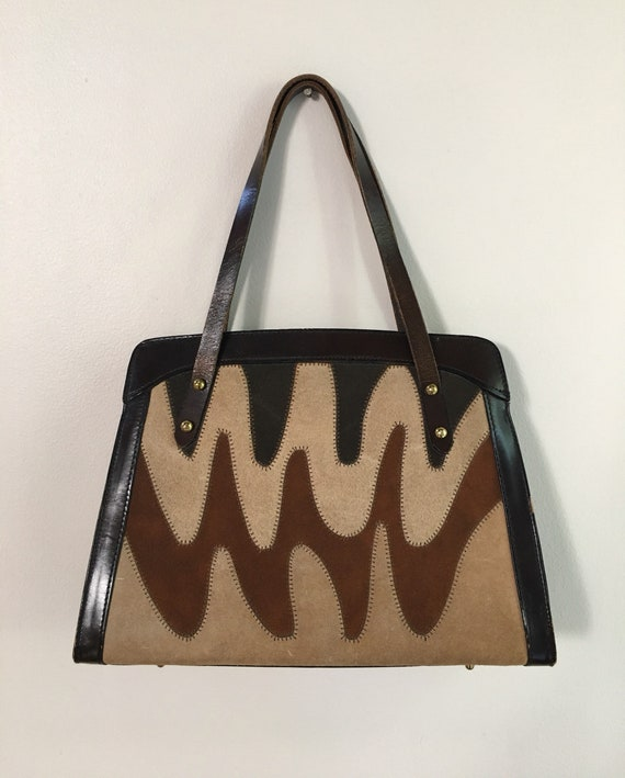 Vintage 1960s - structured beatnik boho brown wavy zigzag earth tone leather & suede top handle handbag / purse - accessories