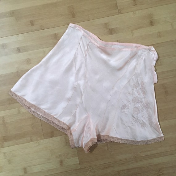 Vintage 1930s - women's light pink silk satin tap pants - underwear lingerie - floral embroidery lace trim - S/M - 27 waist - up to 40 hips