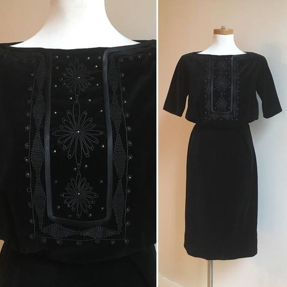 Vintage 1950s - women's pinup rockabilly black velvet fitted wiggle holiday cocktail dress - embroidered bodice - S - 36 bust, 24-25 waist