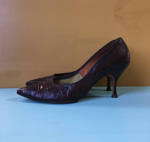 Vintage 1960s - women's brown Life Stride alligator / lizard pointy toe Mad Men pinup high heels / pumps - size 7.5 - 8