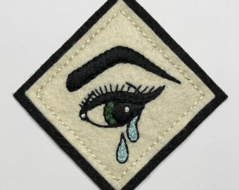 Handmade / hand embroidered off-white & black felt patch - pinup girl crying eye with eyeliner - vintage style - traditional tattoo flash