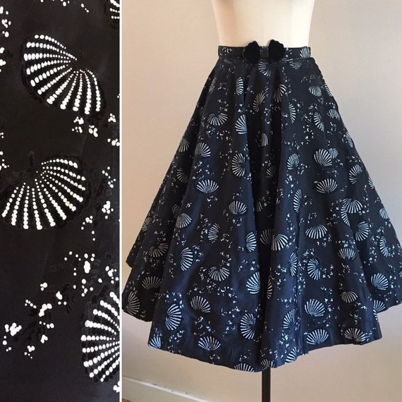 Vintage 1950s - black & white taffeta full skirt - flocked velvet fans floral novelty print - matching belt - XS Extra Small - 22 23 waist