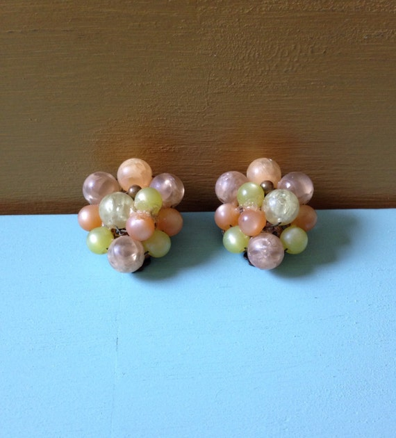 Vintage 1940s - multicolored pastel orange pink & yellow round beaded cluster clip-on earrings