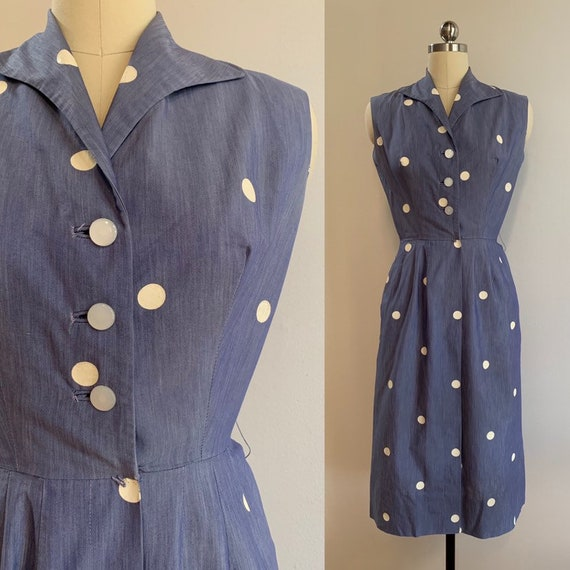 Vintage 1950s - women's sleeveless light blue & white polka dots spring summer shirt dress - pockets - Extra Small - 38 bust 25 waist