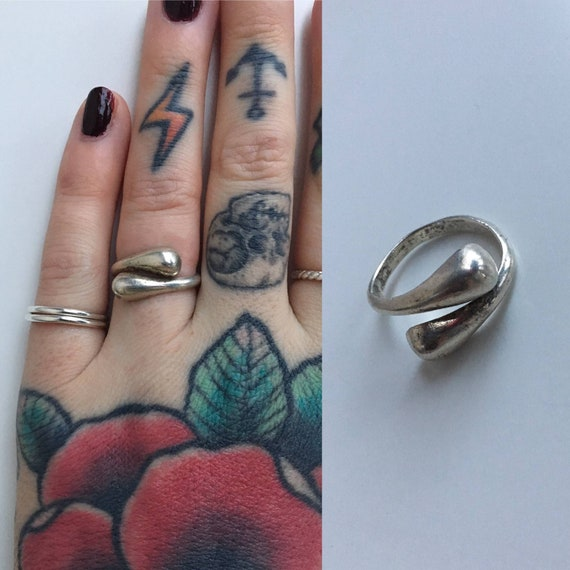 Vintage 1980s - women's wrap style boho simple round adjustable Mexican sterling ring - jewelry accessories