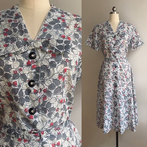 Vintage 1950s - rockabilly short sleeve gray, red & white strawberries and flowers novelty print dress - Large - 40 bust 31 waist