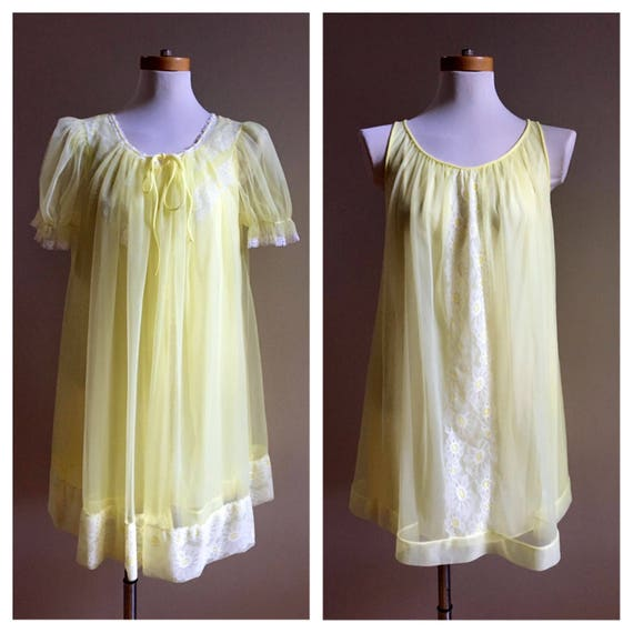 Vintage 1960s - yellow nylon short slip nightie bed jacket matching set - white daisies lace detail - S M L XL - open size