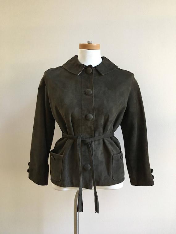Vintage 1960s - women's fall boho brown leather suede short jacket / coat - pockets, detachable collar, fringe belt - M medium up to 38 bust