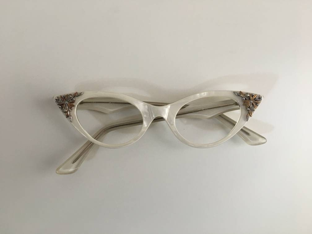 24fe4fbdd9 Vintage 1950s - women s pinup rockabilly pearly white frames cateye ...
