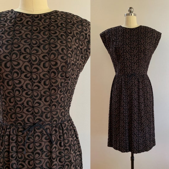 Vintage 1960s - women's sleeveless brown & black floral embroidery eyelet cotton day dress - Small - 38 bust 26 waist