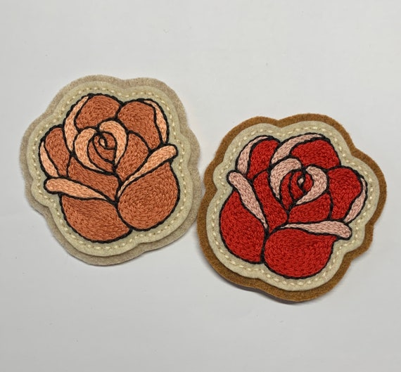 Handmade / hand embroidered beige & off white felt patch - small blush pink or red rose - vintage style - traditional tattoo flash