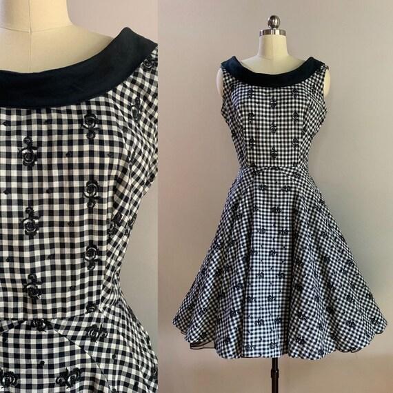 1950s - women's sleeveless black & white gingham full skirt day dress Medium 39 bust 28 29 waist