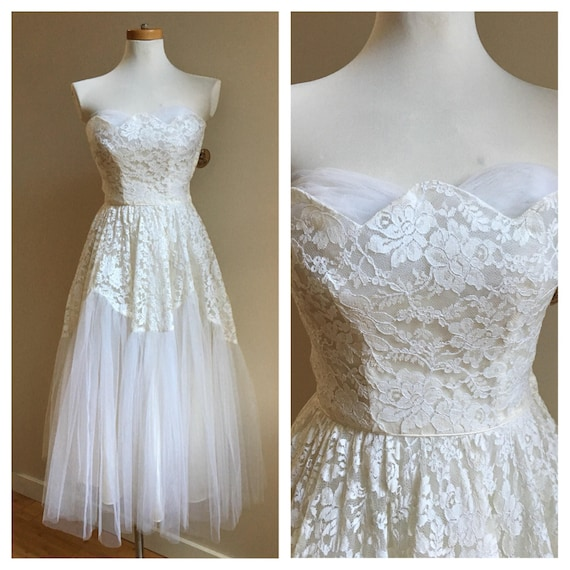 Vintage 1950s - white floral lace tulle & satin sweetheart wedding / prom dress - Small - 34 bust 24 waist