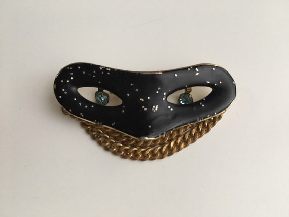 1950s - gold metal and black masquerade mask brooch pin - glitter, chains & rhinestones detail