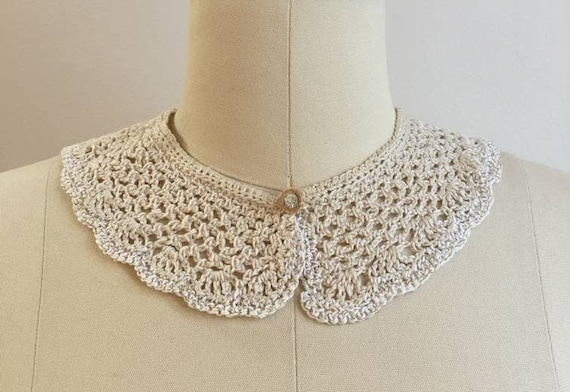1940s - white creme lace crochet collar - gold thread detail - pink rhinestone button