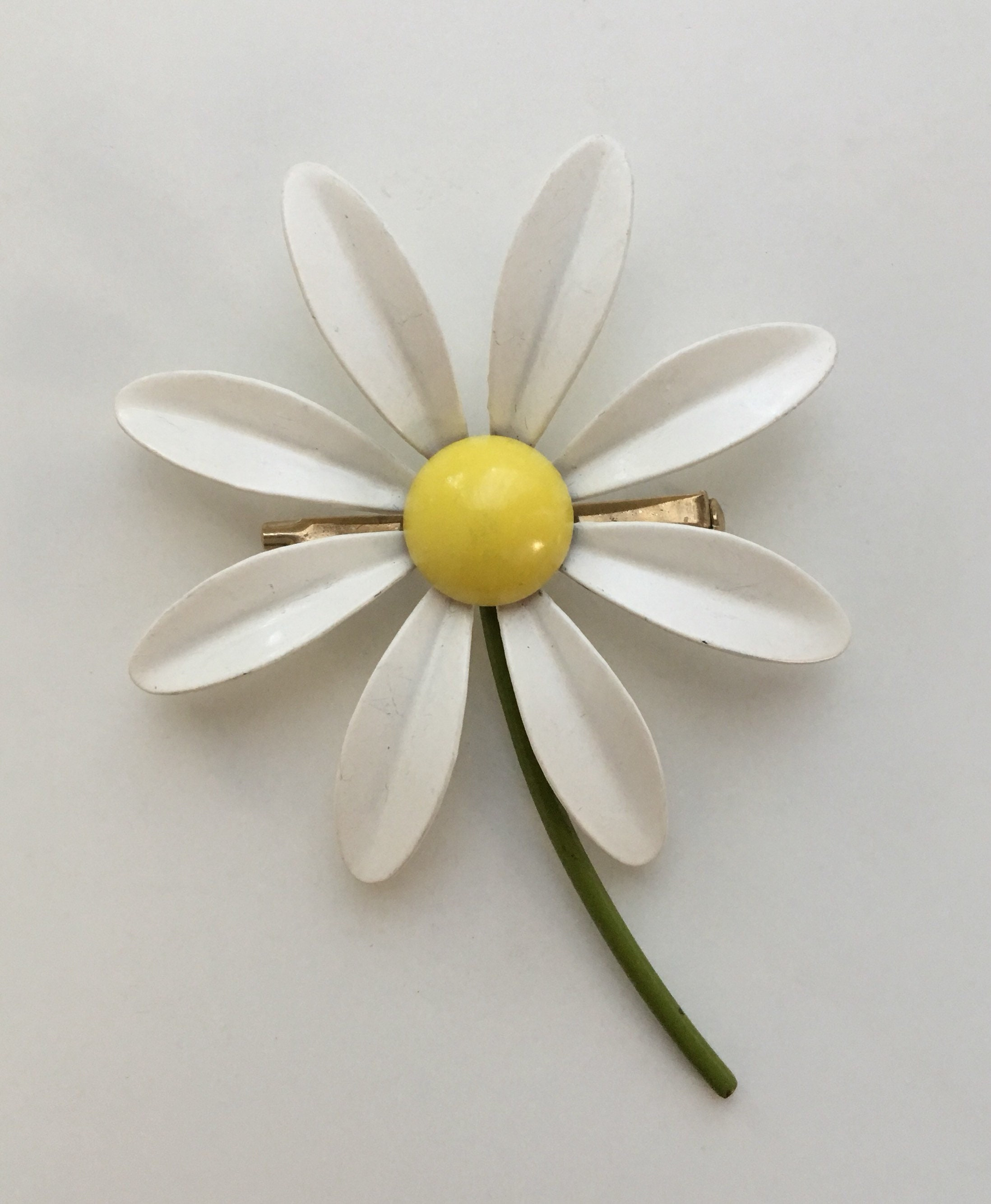 Vintage 1960s White Green Yellow Metal Daisy Flower Brooch Pin