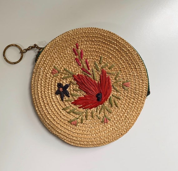 1950s - circular straw / raffia tropical change purse with red floral design