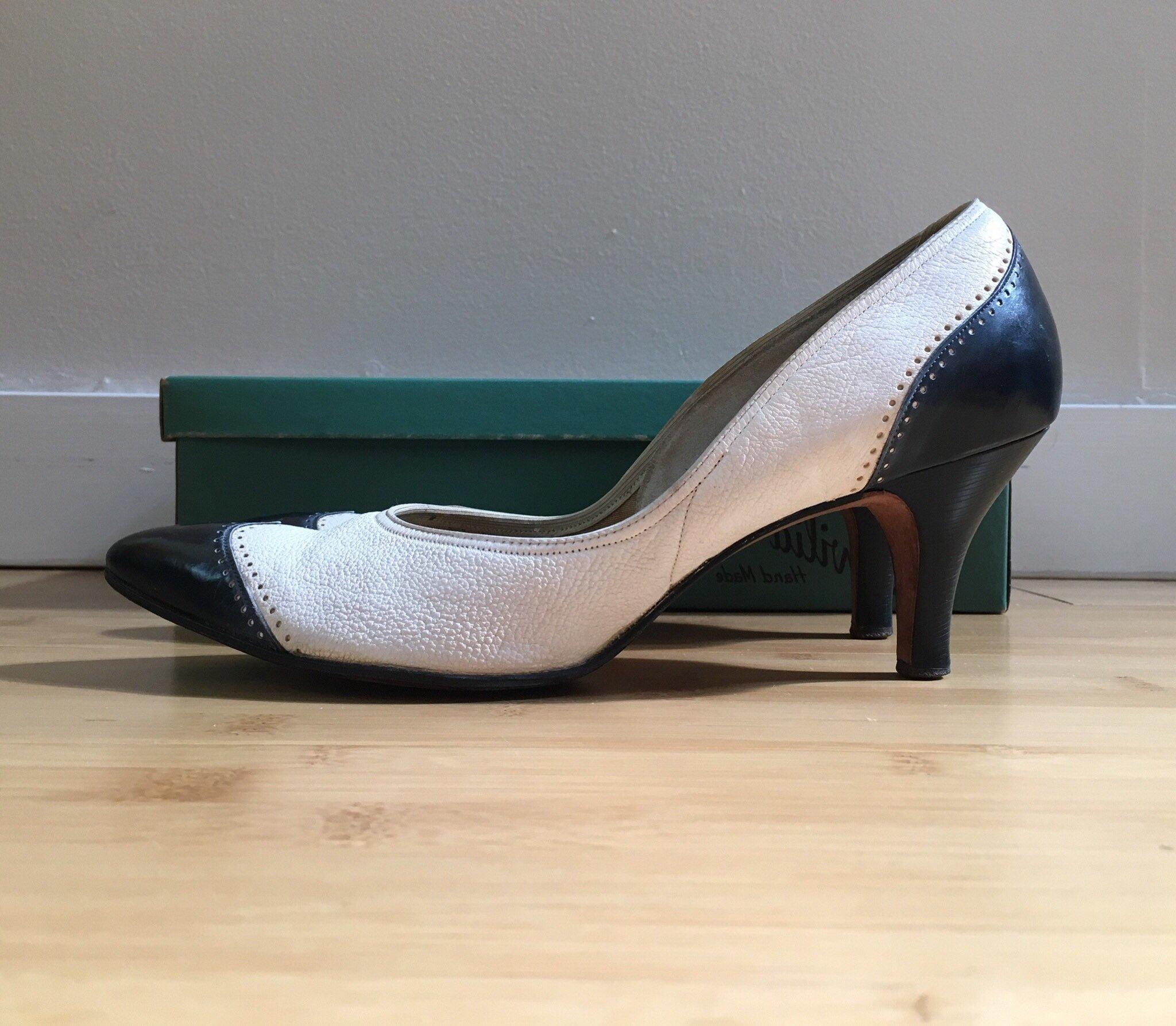 36082747467 Vintage 1950s - women s pin up rockabilly white   navy blue leather  spectator wingtip heels   pumps - size 8.5 - original box