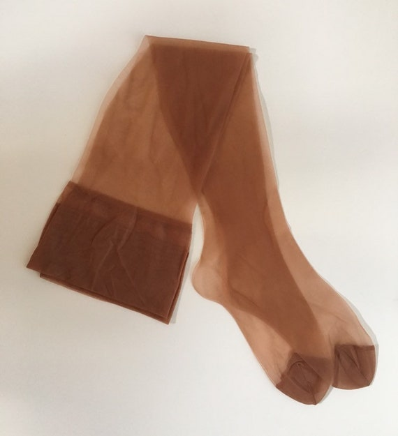 Vintage 1950s / 1960s - women's pin up rockabilly light tan skin tone seamless unlabeled nylon thigh high stockings - hosiery
