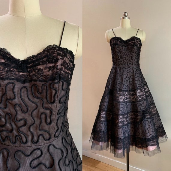 1950s - women's pink taffeta & black floral lace spaghetti strap fit and flare dress - size S / M - 36 bust 28 waist