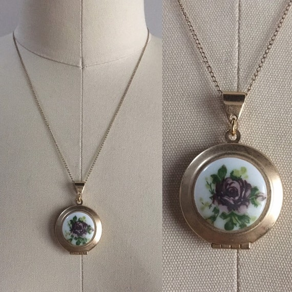 Vintage 1960s - gold tone metal round circular locket necklace - purple rose floral detail - thin curb chain - jewelry - accessories