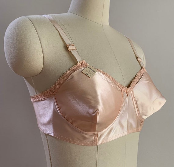 1940s - women's NOS new old stock pink satin pinup bullet bra - 36 A