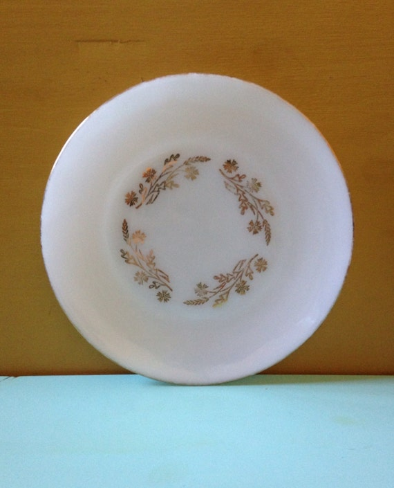 Vintage 1950s - white & gold floral Federal glass single dinner plate / platter