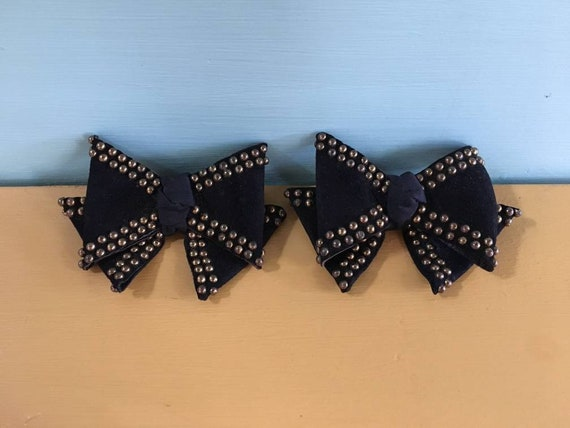 Vintage 1940s - pair of black suede leather bows shoes clips - round metal studded detail - footwear / accessories