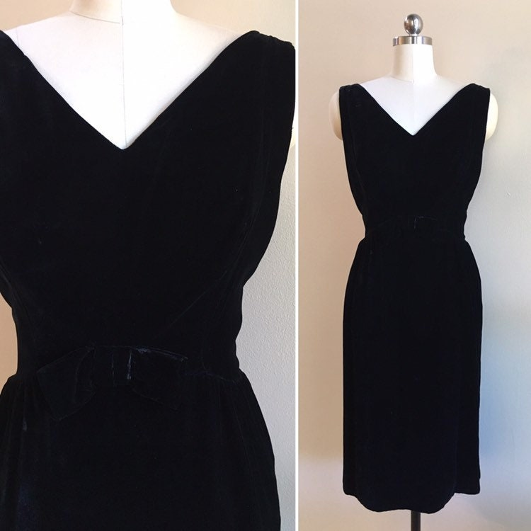 1c25696379350b Vintage 1960s - women s black velvet sleeveless evening cocktail ...