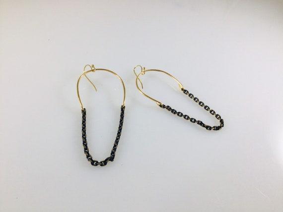Golden Horseshoe chain dangles
