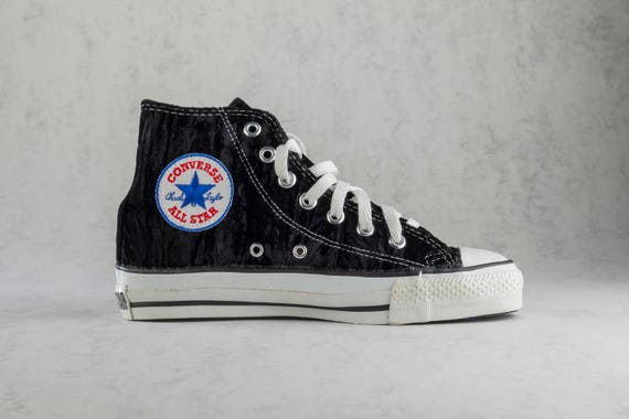 Converse Chuck Taylor All Star hi top vintage sneakers made in USA. Size US mens 4,5, womens 6,5, EU 37, 23,5 cm. Crushed black velvet.