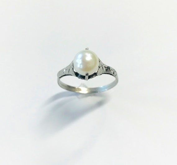 Simple antique pearl ring- 14k - Size 7