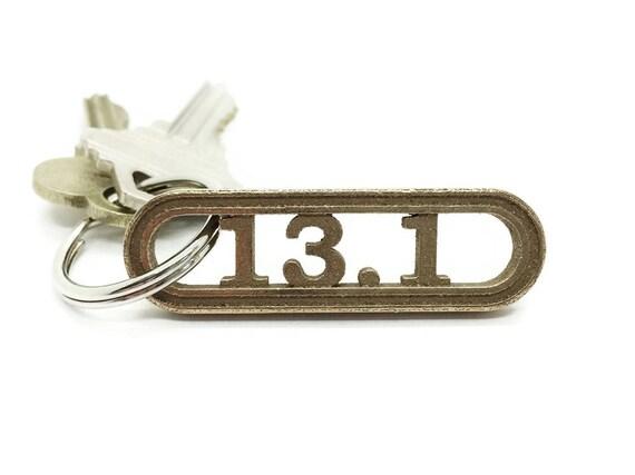 13 1 keychain geschenk f r halb marathon l ufer l uft etsy. Black Bedroom Furniture Sets. Home Design Ideas