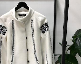 7696c7b704b8 Embroidered coat