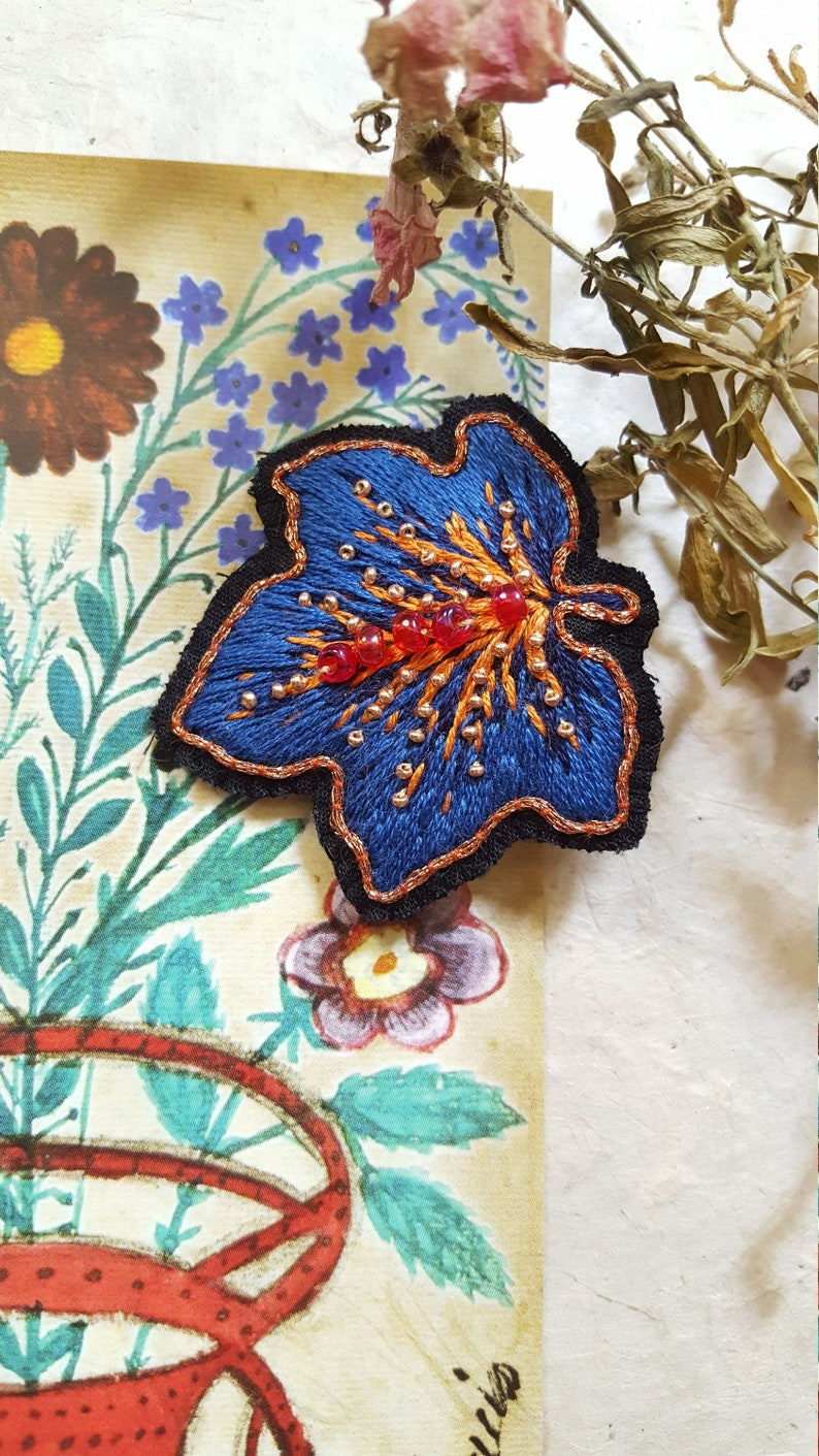 Embroidered Feuille Bleue brooch inspired by image 0