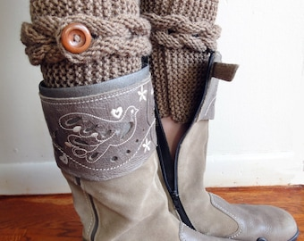 Knitted Cable Boot Cuffs. Braids with Buttons. 20 Different colors. Leg Warmers. Boot Toppers. Fashion Accessory for Women and Teens.