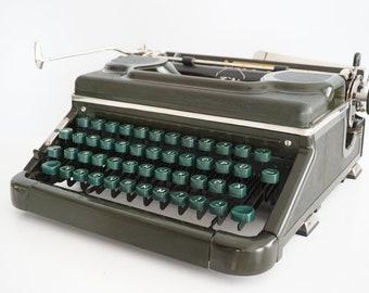 Very Rare 1952 Green BAKELITE Voss Model 52 Typewriter - Working - Design - QWERTZ - Green Keys !
