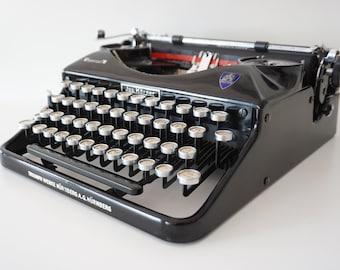 FRAKTUR Typeface ! Vintage Rare 1937 Black Triumph Perfekt Portable Typewriter - Working - QWERTZ - Design - Glass Keys