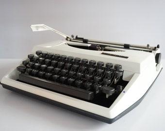 Vintage CURSIVE Script 1970s White Adler (Triumph) TIPPA Typewriter - Portable - Working - Design - QWERTY