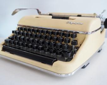 Vintage 1959 Cream Olympia SM2 Typewriter - Working - Portable - Design - QWERTZ - Original Color!